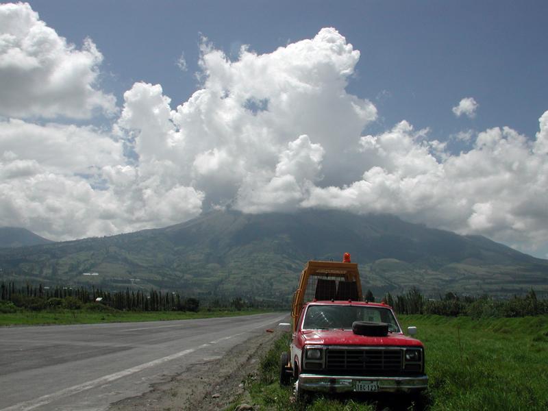 la piste d'Ibarra et le volcan Imbabura. le treuil